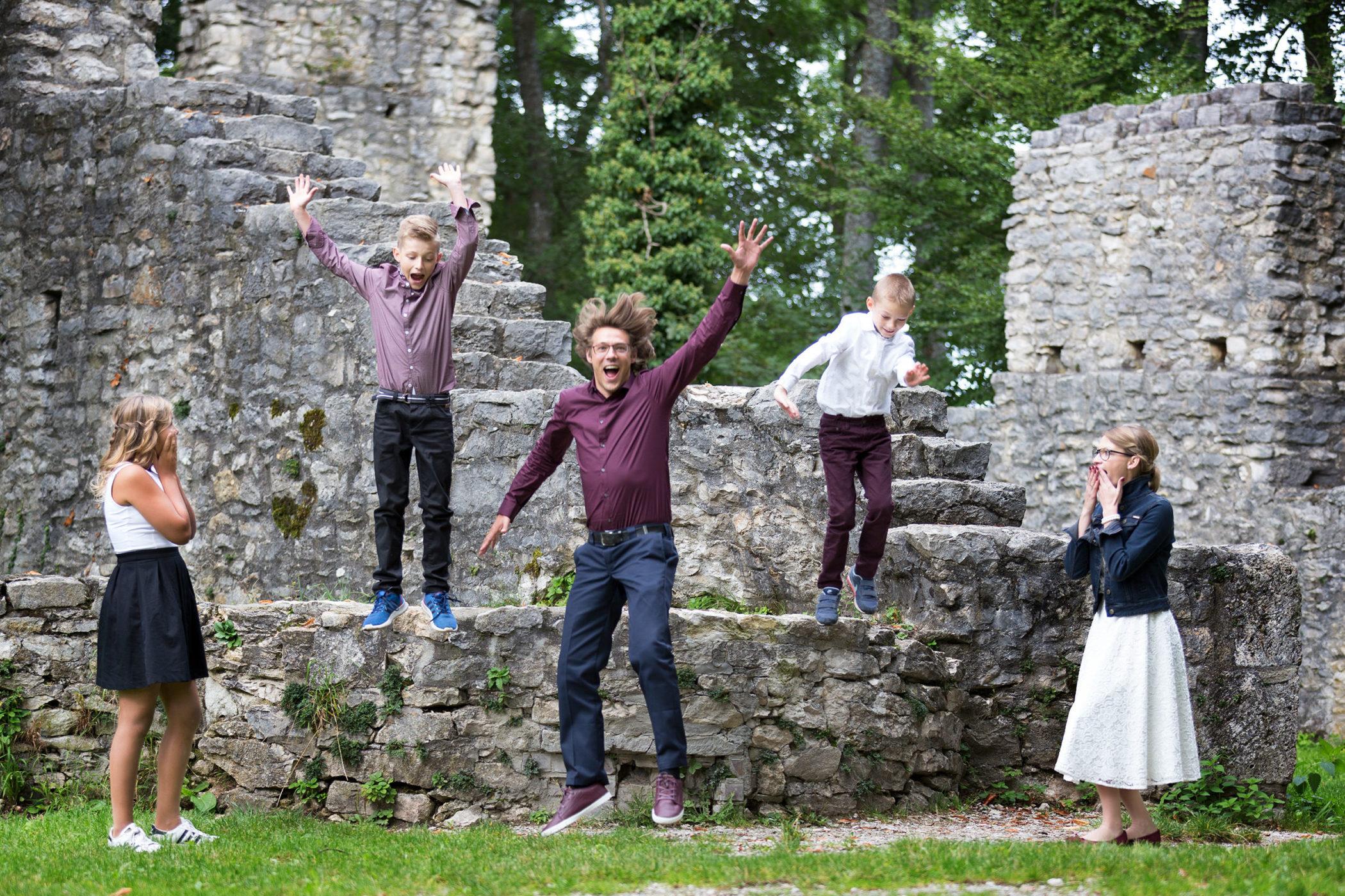 Familienfoto bei der Ruine Hohenmelchingen