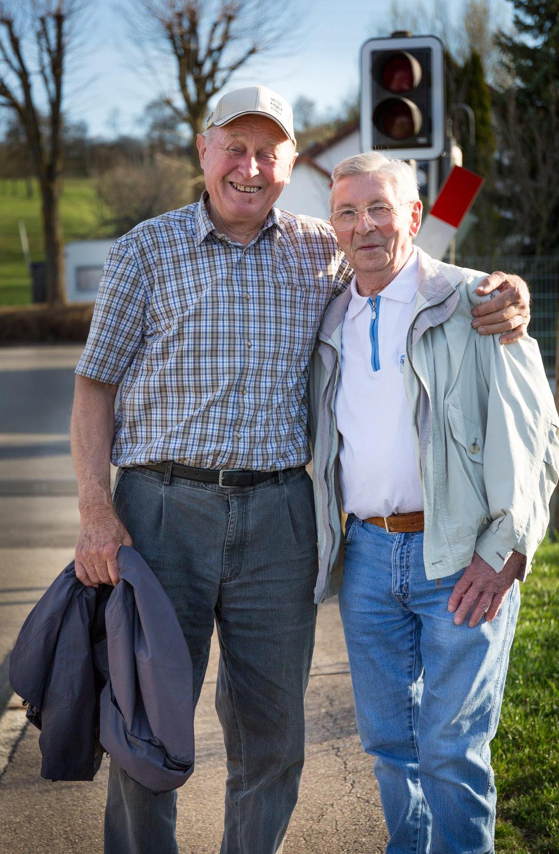 Zwei befreundete Männer im Portrait bei Hechingen - Stein.