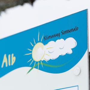 Klimaweg Sonnenalb, Detailfoto auf einem Schild.