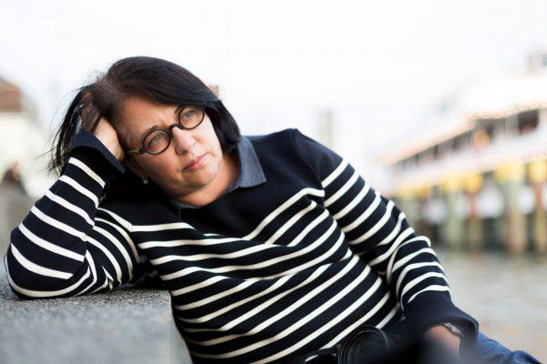 Portrait einer Frau am Hafen Überlingen am Bodensee.